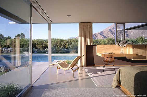 Kaufmann House, Palm Springs, California, designed by architect Richard Neutra in 1946.: