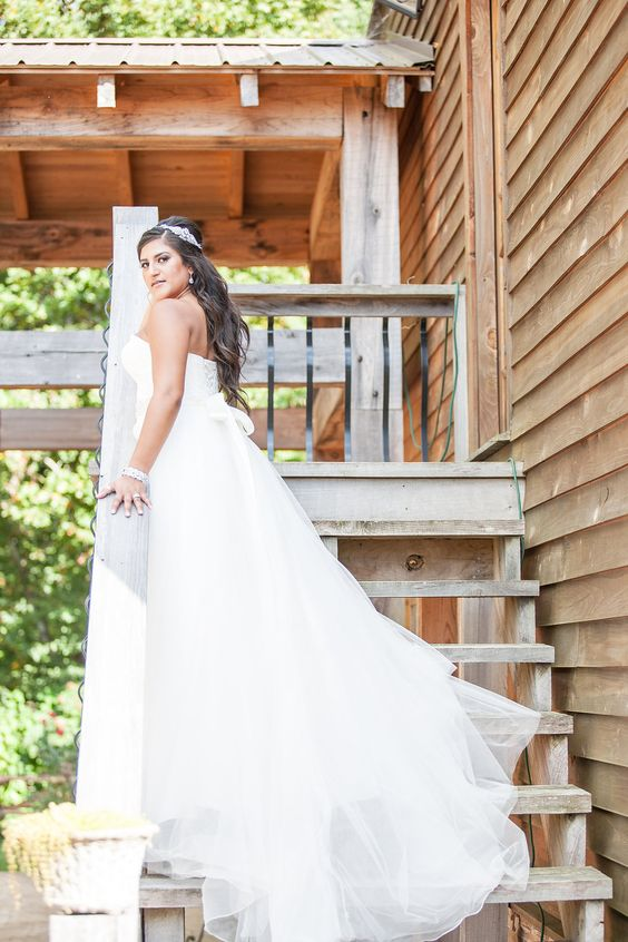 Venue: Natchez Hills Vineyard in Hampshire, TN.  Photographer: Silver Nitrate Photography