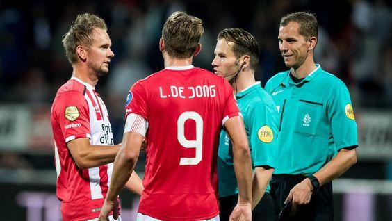 Voor de broers Luuk en Siem de Jong ging gisteravond een langgekoesterde wens in vervulling. Voor het eerst stonden ze samen in dezelfde ploeg in de Eredivisie, nadat ze eerder al eens samen in het Nederlands elftal minuten hadden gemaakt.