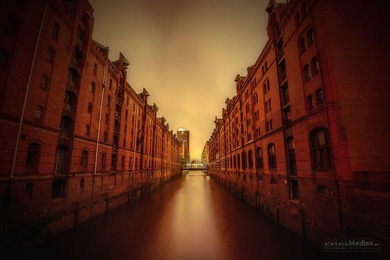 Speicherstadt /  – Hamburg, Deutschland »   #Speicherstadt #Hamburg #Handel #Hafen #Gewürze #Lagerhaus #Teppiche #Hansestadt #Architektur #Architekturfotografie #Nachtaufnahme #Nacht #BlaueStunde #Fotografie #Nikon #D800 #EinfachMedien #JoergSchumacher  #Nightshot #AvailableLight #Night #BlueHour #Photography