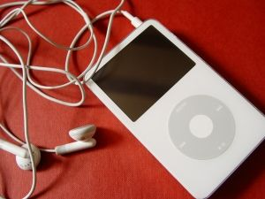 Rachelle Norman, MT-BC discusses the advantages and disadvantages of Music Therapy and Ipods.