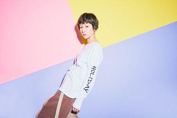短めの髪型をする木村カエラ