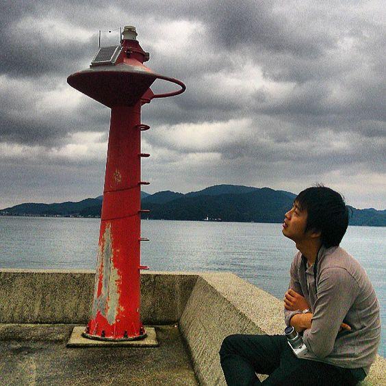 カネゴン型灯台と金田クン@仙崎湾 #30jidori #yamaguchi #nagato instagram.com/p/aUvXjEn7YR/