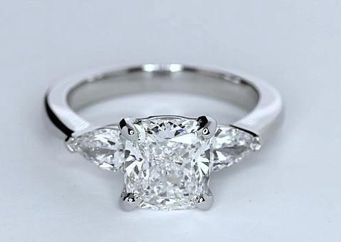 2.00ct Cushion Diamond Engagement Ring  18kt White gold  JEWELFORME BLUE Fine Jewelry GIA certified
