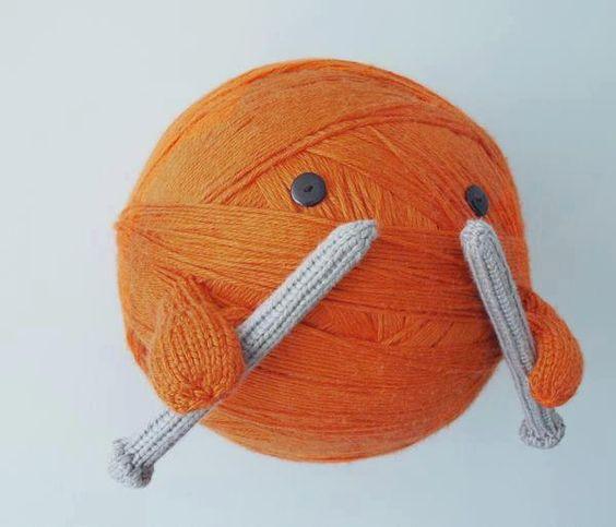 Knitting Yrn K2tog : Ball of knitting yarn this should be my mascot hehehe