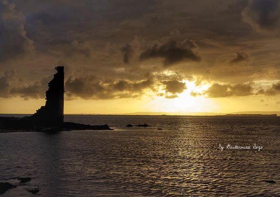 Un atardecer en #cambados #Pontevedra #riasbaixas #Sunset #Galicia #IGalicia #ig_europa  #grafimx #mywherever #natureaddict  #travelphotography #evrenselkareler #bestintravel  #galiciaglobal #GALICIAVISUAL #galiciagrafias #GaliciaCalidade #teamTravelers #estaes_galicia #loves_shotz #loves_spain #loves_galicia #descobregalicia #natureaddict #fantastic_earth #fantastic_shotz #fantasticcolours #anonymous_es #anonymous_igers #turvegal #galiciamola by guillerminasogo