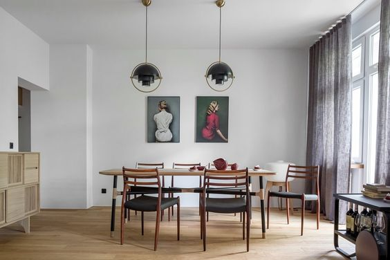 kleines-wohnzimmer-essecke-schwarz-weiss-holz-innentuere - wohnzimmer weis holz