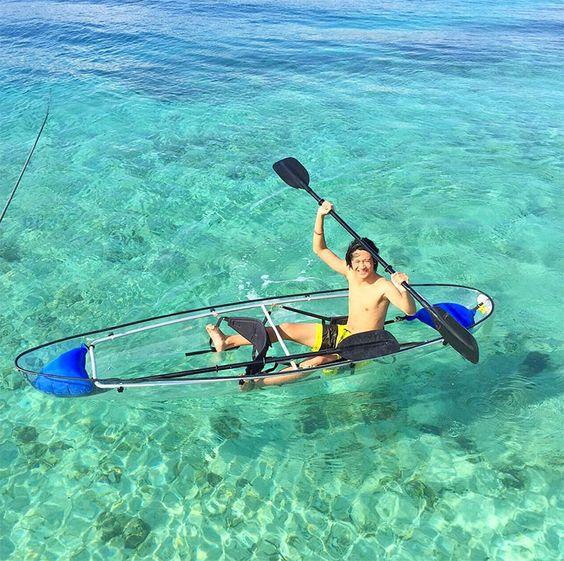 menjelajahi pantai gili trawangan dengan transparant kayaking