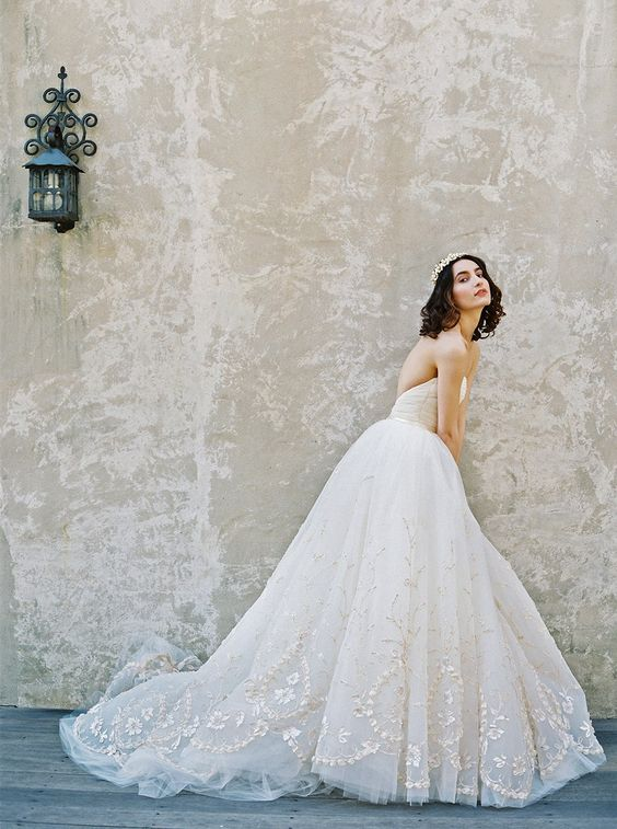 Ivy: Sareh Nouri – New York Spring 2017 Bridal Collection. www.theweddingnotebook.com