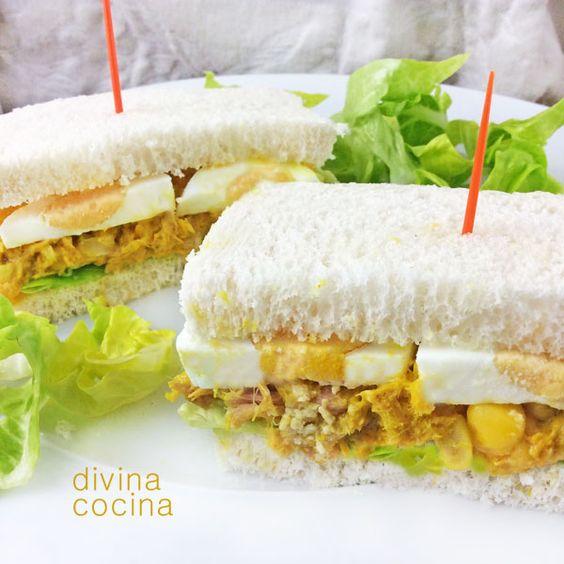 Esta receta de sándwich de atún al curry se puede personalizar a tu gusto. Puedes añadir pimiento rojo asado picado, y también se puede pochar un poco la cebolla en aceite antes de mezclar con el atún.