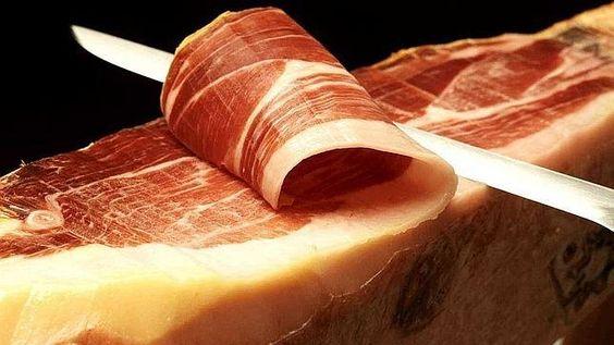 El jamón y el vino ¿combinación que adelgaza? #MitooRealidad: http://www.lapatilla.com/site/2013/09/10/vino-tinto-y-jamon-iberico-en-una-dieta-para-adelgazar/ vía @Muy Interesante