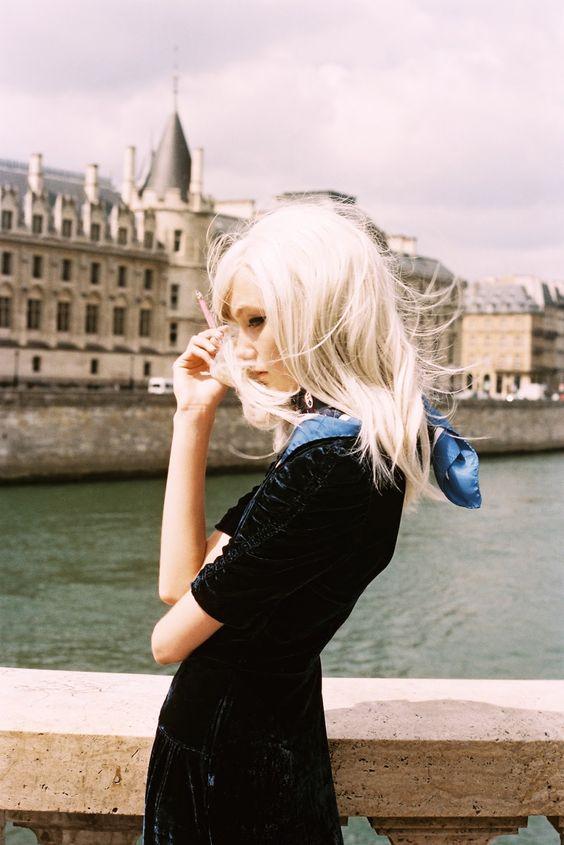 パリの街並みを背景にしている画像