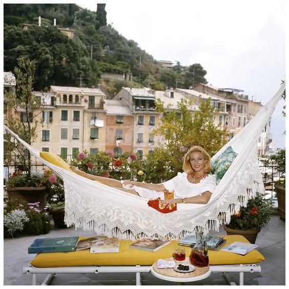 La dolce vita as captured by Slim Aarons.  portofino italy vintage photos - Google Search: