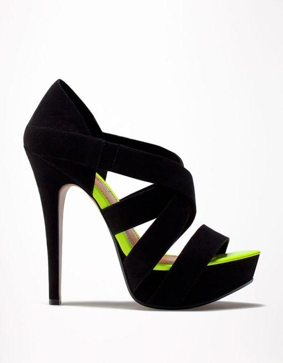 15 zapatos de vértigo que dominan la temporada: Bershka  http://www.glamour.mx/moda/shopping/articulos/zapatos-de-tacon-alto-tendencias-moda/1459