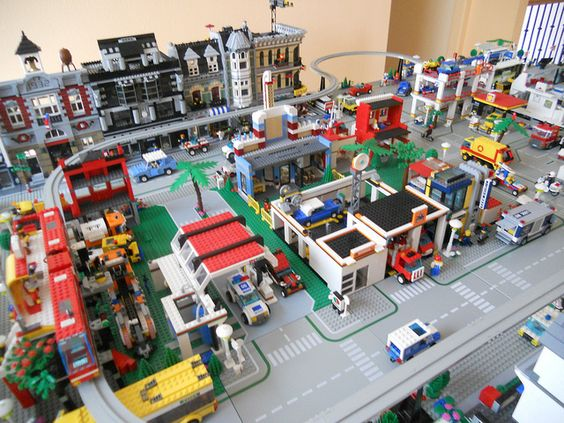 I pinned this just for my son who is an obsessive Lego builder apparently  like this person :)  Just Amazing!