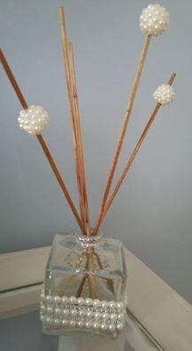 Vidro de difusor para aromatizantes de ambiente, customizado com pérolas.