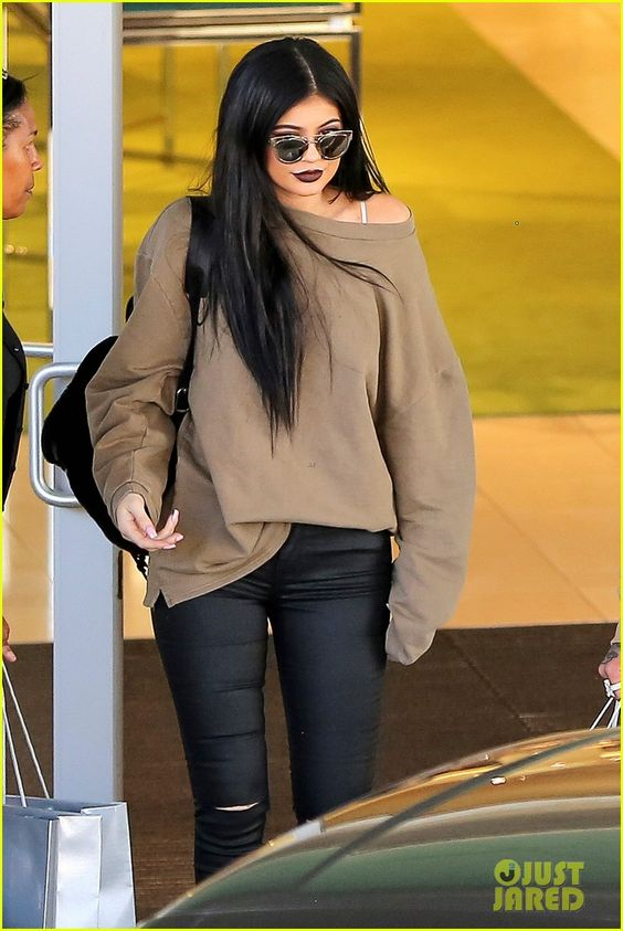 Justin Bieber Wants People To Be More Kind to Kylie Jenner: Photo #889823. Kendall and Kylie Jenner head into Menchie's Frozen Yogurt while filming scenes for their reality show on Wednesday evening (November 5) in Tarzana, Calif.    Earlier…