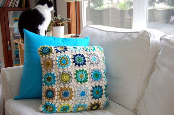 wisecraft and her beautiful granny pillows...