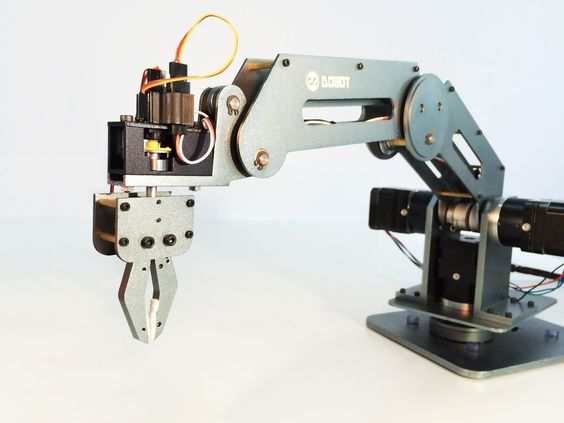 A high precision easy to control low cost robot arm