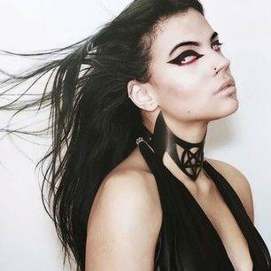 Diz aí se a Dani não é a blogueira mais gótica que tem?   Conheça a blogueira de beleza mais gótica do Brasil