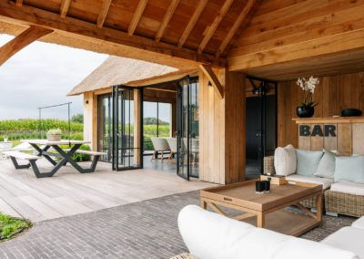 Eikenhouten poolhouse met lounge rietdak (Ref. SNVD) - Vanhauwood