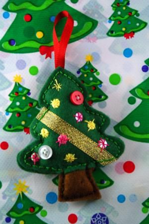 Figuras para arbol figura navidad fieltro cosido a mano - Ideas decoracion navidad manualidades ...
