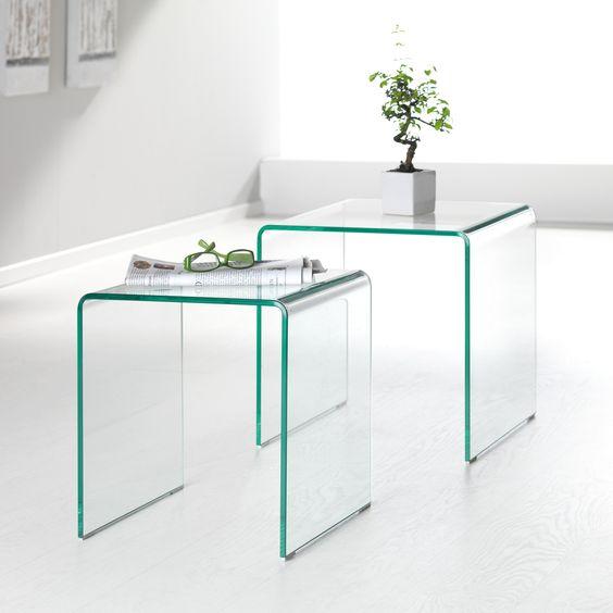 """Satztisch Britt: harmonisch in Glas  Der moderne Satztisch """"Britt"""" ist ein Blickfang in Ihre Wohnräumen. Aus transparentem Klarglas hergestellt, strahlen die beiden Tische in harmonischer Weise mit Leichtigkeit. Mit einer Stärke von ca. 10 mm sind sie solide und standfest. Nutzen Sie das Set als Beitisch an der Couch oder auch im Schlafzimmer um den morgendlichen Kaffee zu genießen. Entdecken Sie jetzt diesen Tisch!"""