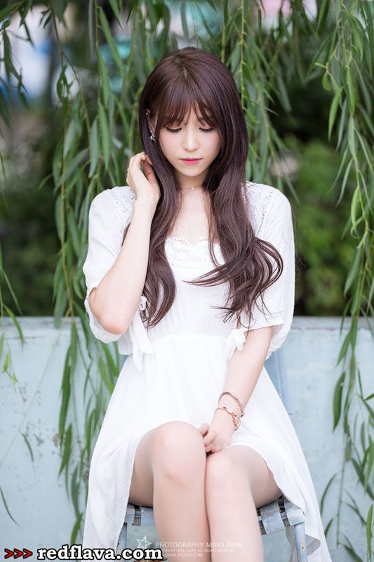 Lee Eun Hye - Lovely Outdoor Shots