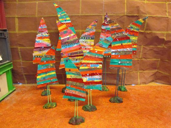 Kerstboompjes van verschillende stroken waaronder ook stroken van verftekeningen zonder naam. Nutsschool Maastricht