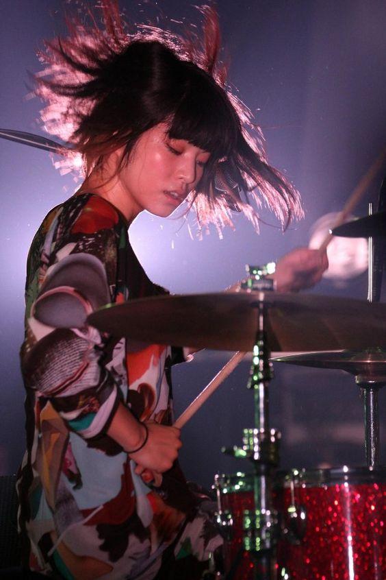 ドラムをたたいているほないこかのかわいい画像