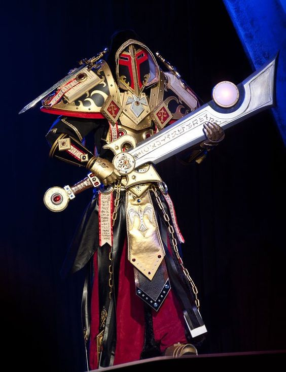 Paladin wielding the legendary sword Ashbringer