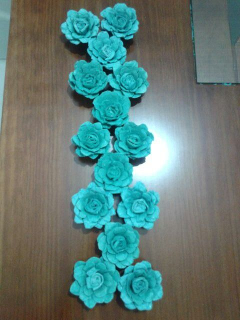 flores feitas com caixa de ovos