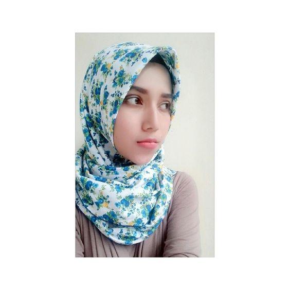 Udah kepoin akun @gynda.hijabroom belum ladies?  Bahannya adem lembut gampang dibentuk harga terjangkau... hand made lho..  . . . #hijab #hijabcasual #hijabstyle #beauty #makeup  #hotd #handmade #endorse #aboutalook #olshop #hotdindo by viki_mixiyani
