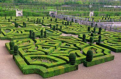 Jardins du château de Breteuil - France