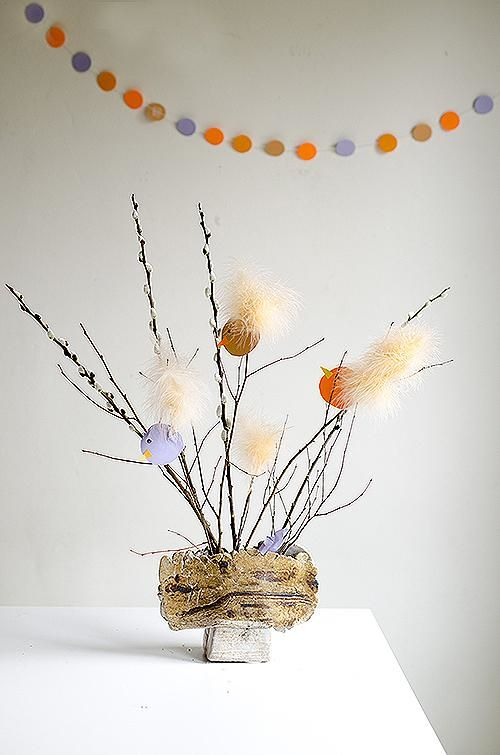 DIY feathered chicks Easter table decoration