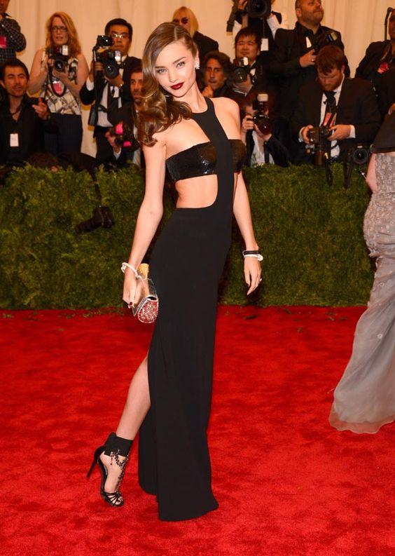 Las 15 mejor vestidas de Glamour: Miranda Kerr  http://www.glamour.mx/especial/15-aniversario-glamour/articulos/la-mejor-vestidas-looks-celebridades-alfombra-roja/1625