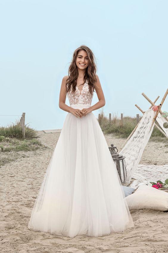 robe de mariée longue ligne A à haut en dentelle trasparente