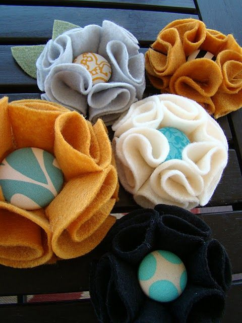 DIY felt flowers with buttons