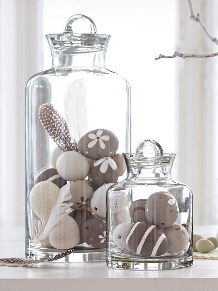Painted rocks in a glass bottle - really nice decor idea /// Bemalte Steine in einem Glaskrug - Tolle DIY Deko Idee