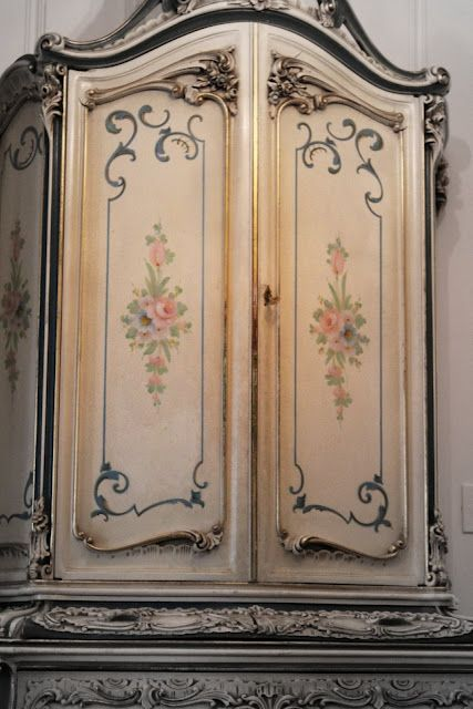 ������� � ������� ������ French Armoire: