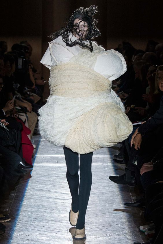 Comme des Garçons Fall 2015 Ready-to-Wear - Collection - Gallery - Style.com  http://www.style.com/slideshows/fashion-shows/fall-2015-ready-to-wear/comme-des-garcons/collection/11: