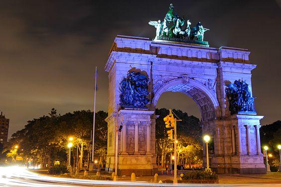 Imagen de la Grand Army Plaza y su arco en Brooklyn