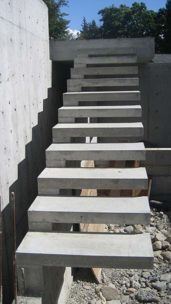 Best Exterior Concrete Cantilevered Stair Frontal Overview 400 x 300