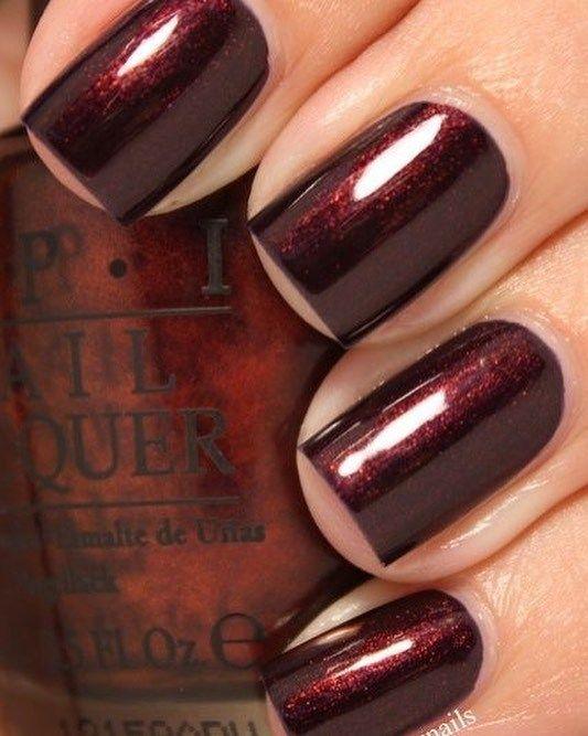 This nail art design is so pretty