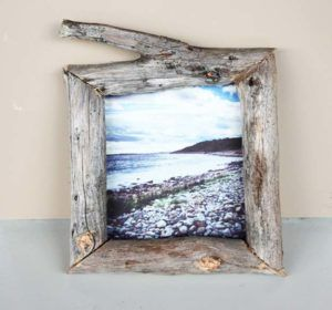 Best DIY Picture Frames and Photo Frame Ideas - Wooden Frame - How To Make Cool Handmade Projects from Wood, Canvas, Instagram Photos. Creative Birthday Gifts, Fun Crafts for Friends and Wall Art Tutorials http://diyprojectsforteens.com/diy-picture-frames