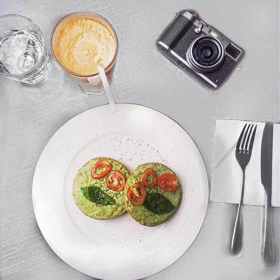 Brunch like a blogger. Love those avocado bagels.