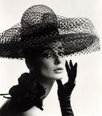 Un sombrero, el complemento más elegante, no es fácil acertar dependerá de muchos factores elegir el correcto.: