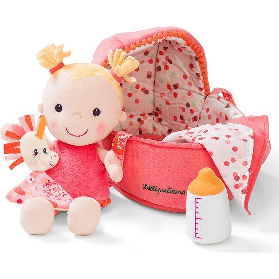 Imite maman et dorlote ta poupée préférée.