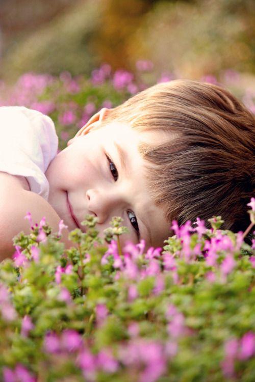 Há um certo desencontro entre o que diz a minha mente e o que ouve o meu coração, por isso tantas vejo tantas flores onde os espinhos deixam suas marcas.