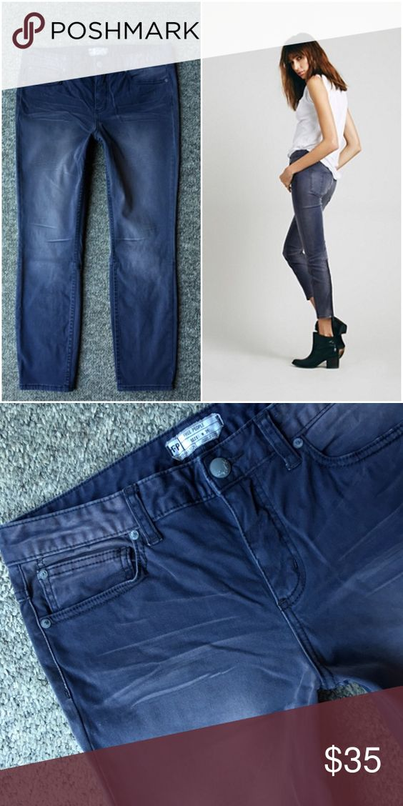 Free People Sueded Sateen Back Zip Skinny Crop Awesome cropped jeans, super soft to the touch with cute back zipper! Free People Jeans Ankle & Cropped